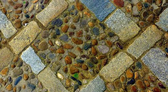 Suelo de adoquines y piedras